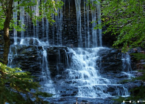 living waterfalls animated wallpaper